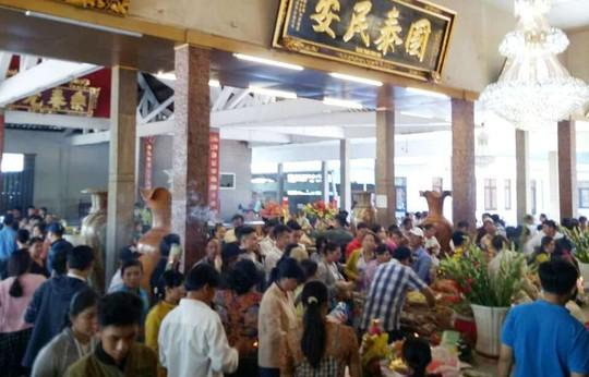 Nghỉ lễ 2-9, du khách nườm nượp đến núi Sam cầu may - Ảnh 6.