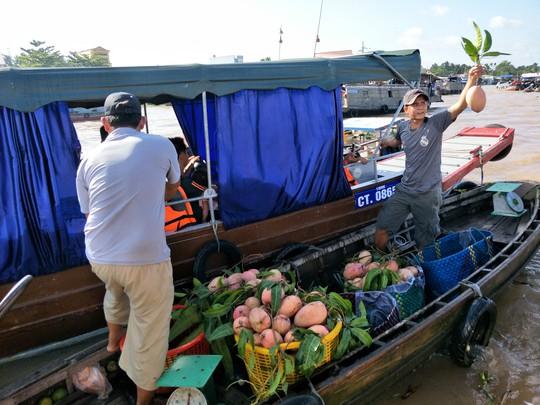 Lễ 2-9, chợ nổi Cái Răng, Làng Du lịch Mỹ Khánh chật kín người - Ảnh 13.