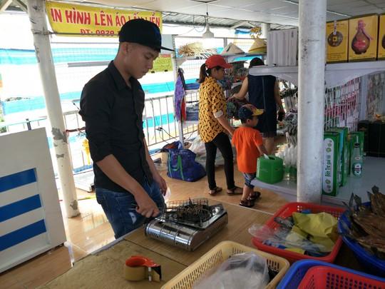 Lễ 2-9, chợ nổi Cái Răng, Làng Du lịch Mỹ Khánh chật kín người