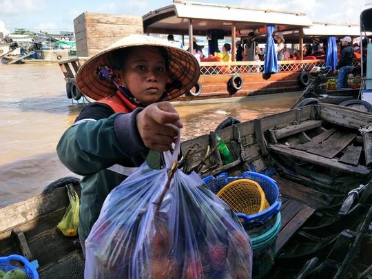 Lễ 2-9, chợ nổi Cái Răng, Làng Du lịch Mỹ Khánh chật kín người - Ảnh 18.