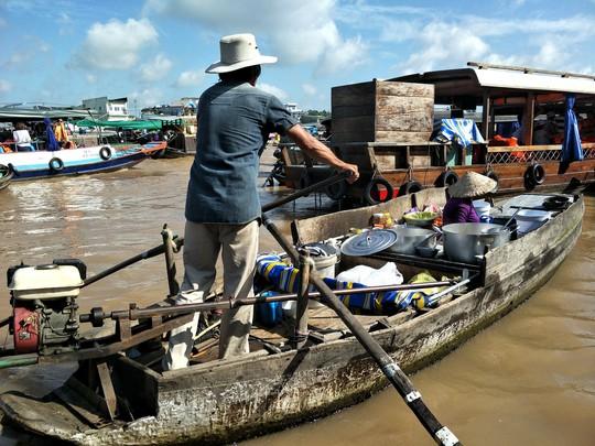 Lễ 2-9, chợ nổi Cái Răng, Làng Du lịch Mỹ Khánh chật kín người - Ảnh 10.