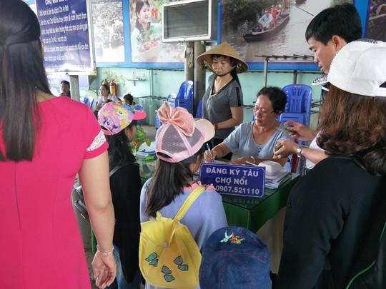 Lễ 2-9, chợ nổi Cái Răng, Làng Du lịch Mỹ Khánh chật kín người - Ảnh 1.