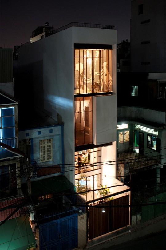 Ngôi nhà rực rỡ như đèn kéo quân ở trung tâm TP.HCM - Ảnh 1.