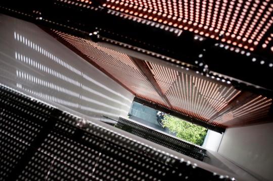 Ngôi nhà rực rỡ như đèn kéo quân ở trung tâm TP.HCM - Ảnh 14.