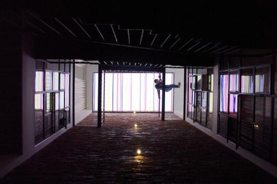 Ngôi nhà rực rỡ như đèn kéo quân ở trung tâm TP.HCM - Ảnh 9.