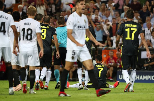 Ronaldo lãnh thẻ đỏ, Juventus đại thắng ở Tây Ban Nha - Ảnh 1.