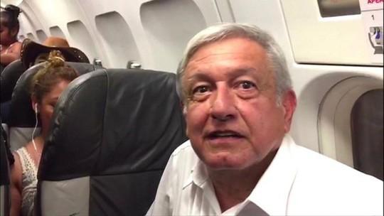 Tổng thống đắc cử Mexico mắc kẹt trên đường băng 3 giờ - Ảnh 1.