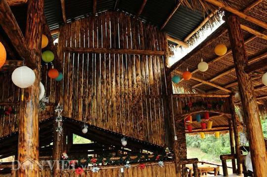 Dựng nhà gỗ lớn giữa rừng, không cần đến đinh - Ảnh 11.