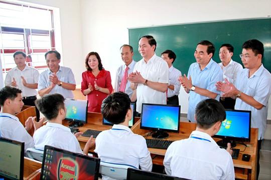 Những hình ảnh đẹp, gần gũi của Chủ tịch nước Trần Đại Quang với mái trường xưa - Ảnh 7.