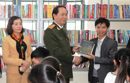 Những hình ảnh đẹp, gần gũi của Chủ tịch nước Trần Đại Quang với mái trường xưa - Ảnh 11.