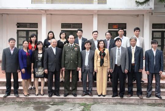 Những hình ảnh đẹp, gần gũi của Chủ tịch nước Trần Đại Quang với mái trường xưa - Ảnh 14.