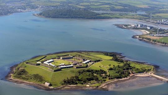 Nhà tù địa ngục hút khách giữa đảo thiên đường - Ảnh 1.