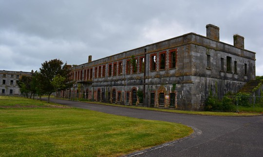Nhà tù địa ngục hút khách giữa đảo thiên đường - Ảnh 2.