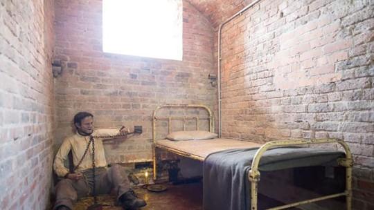 Nhà tù địa ngục hút khách giữa đảo thiên đường - Ảnh 11.