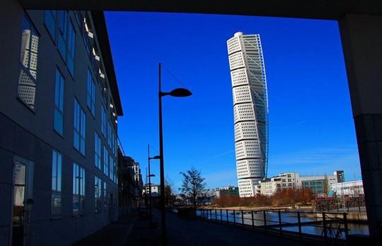 Những tòa nhà chọc trời thiết kế độc đáo nhất mọi thời đại - Ảnh 4.