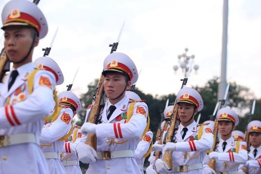 Toàn cảnh Lễ treo cờ rủ Quốc tang Chủ tịch nước Trần Đại Quang - Ảnh 5.