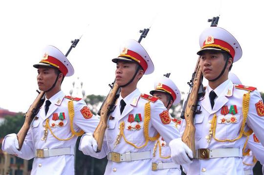 Toàn cảnh Lễ treo cờ rủ Quốc tang Chủ tịch nước Trần Đại Quang - Ảnh 6.