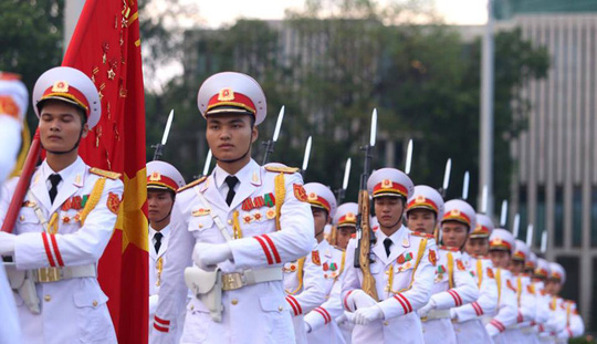 Toàn cảnh Lễ treo cờ rủ Quốc tang Chủ tịch nước Trần Đại Quang - Ảnh 4.