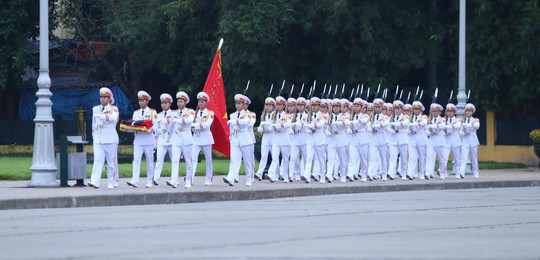 Toàn cảnh Lễ treo cờ rủ Quốc tang Chủ tịch nước Trần Đại Quang - Ảnh 1.