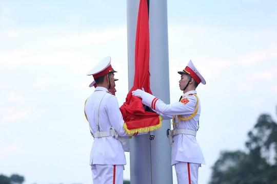 Toàn cảnh Lễ treo cờ rủ Quốc tang Chủ tịch nước Trần Đại Quang - Ảnh 11.