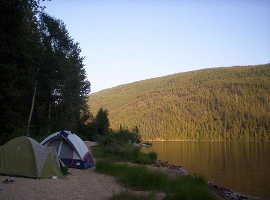 Lời khuyên hữu ích khi đi cắm trại trong rừng - Ảnh 1.