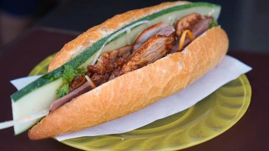 Báo Mỹ hết lời ca ngợi bánh mì Việt Nam - Ảnh 1.