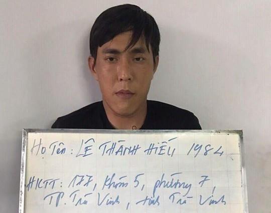 Tóm gọn 2 kẻ chuyên đập kính ô tô lấy tài sản ở TP HCM, Bình Dương - Ảnh 1.