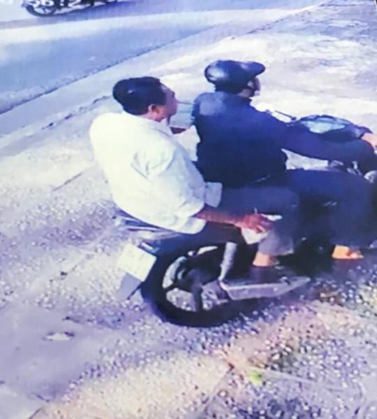Tóm gọn 2 kẻ chuyên đập kính ô tô lấy tài sản ở TP HCM, Bình Dương - Ảnh 3.