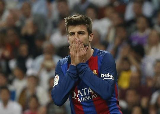"""CĐV Barcelona tức giận, yêu cầu Pique """"giải nghệ"""" - Ảnh 1."""