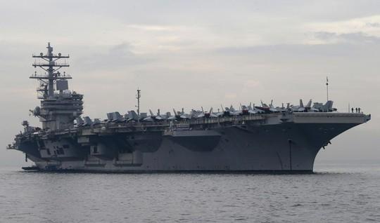 Hải quân Mỹ tập trận bắn đạn thật trên biển Đông - Ảnh 1.