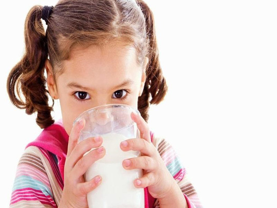 Những bệnh gì không nên uống sữa vào buổi sáng? - Ảnh 1.