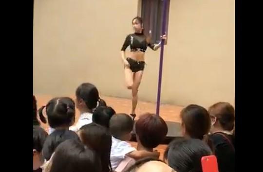 Trung Quốc: Trường mẫu giáo mừng khai giảng bằng... múa cột - Ảnh 3.