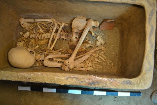 Ô tô sụp hố, lọt xuống mộ cổ 3.400 năm - Ảnh 4.
