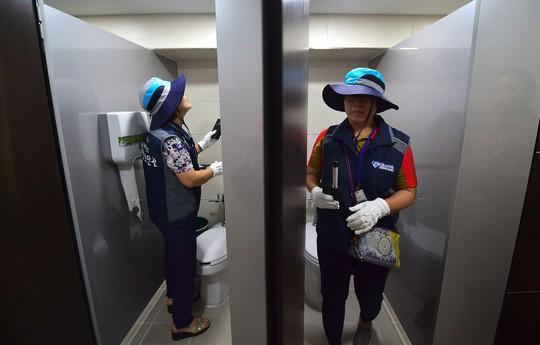 Hàn Quốc tăng cường kiểm tra nhà vệ sinh, bài trừ nạn quay lén - Ảnh 1.