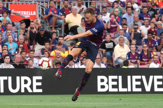 Messi, Suarez tranh đá phạt đền, Barcelona xé nát lưới Huesca - Ảnh 5.