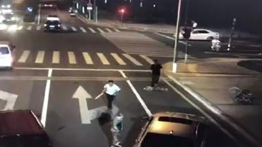 Vụ chém người do tự vệ ở Trung Quốc: Người đi xe đạp thoát tội - Ảnh 2.