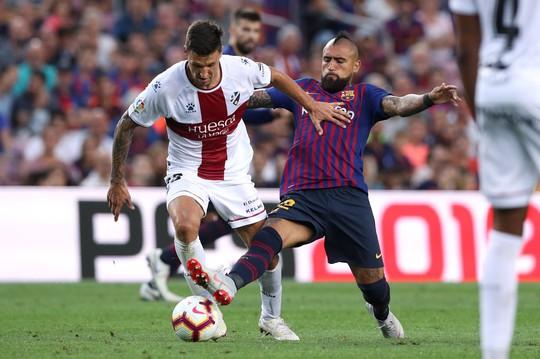 Messi, Suarez tranh đá phạt đền, Barcelona xé nát lưới Huesca - Ảnh 7.