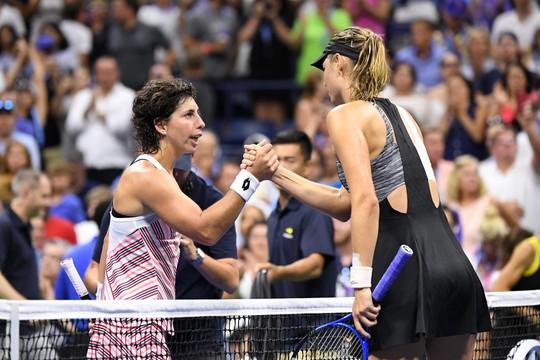 Clip Federer và Sharapova thua sốc ở vòng 4 US Open 2018 - Ảnh 1.
