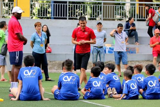 Công Vinh mang bóng đá cộng đồng đến trường học - Ảnh 2.