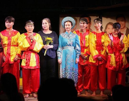 NSND Hồng Vân: Nghệ sĩ trẻ đừng ham sô mà bỏ sân khấu! - Ảnh 2.