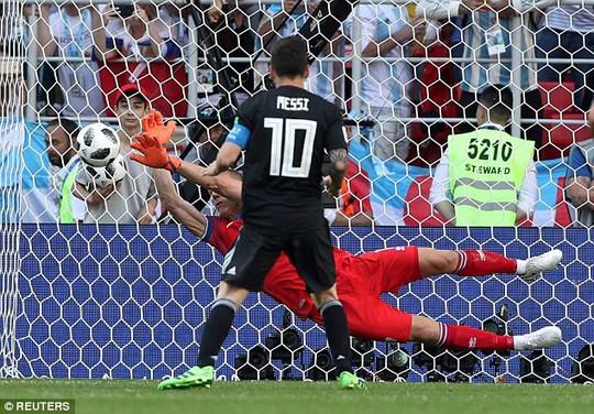 Messi tiết lộ lý do chưa cải thiện được khả năng sút 11 m - Ảnh 1.