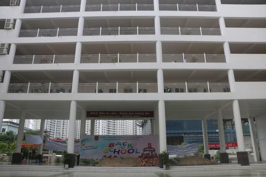 Hà Nội: Sân trường bị đổ đầy cát, gạch, 1.150 học sinh mất chỗ khai giảng - Ảnh 4.