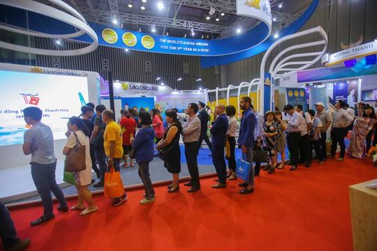 Rồng rắn xếp hàng mua vé 0 đồng tại Hội chợ Du lịch Quốc tế TP HCM - Ảnh 11.