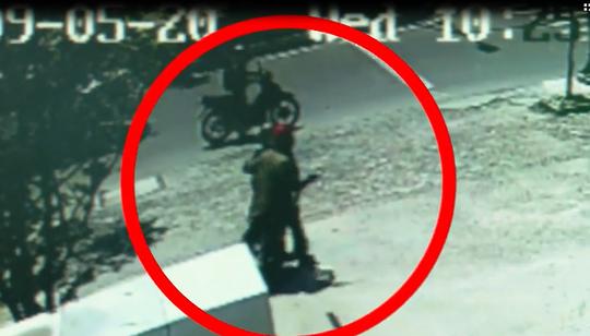 Nhận dạng 2 tên cướp ngân hàng ở Khánh Hòa - Ảnh 5.