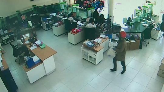 NÓNG: Đã bắt được 2 nghi phạm cướp ngân hàng ở Khánh Hòa - Ảnh 3.