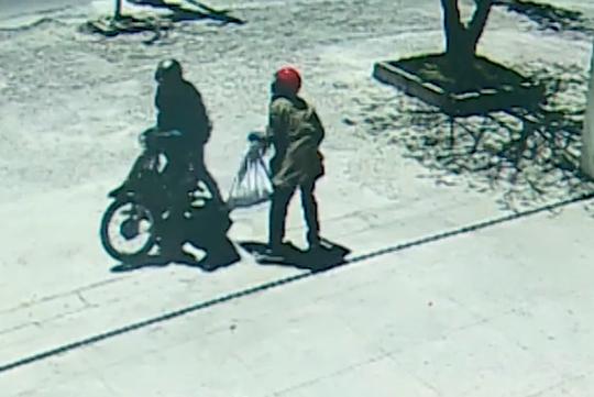NÓNG: Đã bắt được 2 nghi phạm cướp ngân hàng ở Khánh Hòa - Ảnh 2.