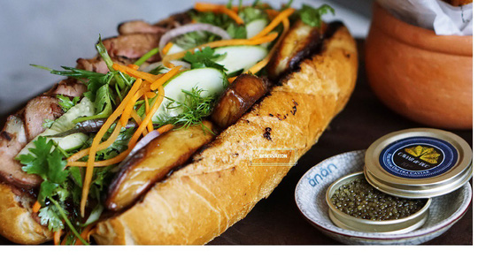 Bánh mì siêu đắt, hơn 2 triệu đồng/ổ ở TP HCM vẫn không sợ ế - Ảnh 1.