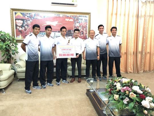 Đăng Quang Watch tặng quà lên đến hơn nửa tỉ đồng cho Olympic Việt Nam - Ảnh 1.
