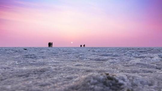 Hình ảnh siêu thực ở sa mạc muối khổng lồ của Ấn Độ - Ảnh 12.