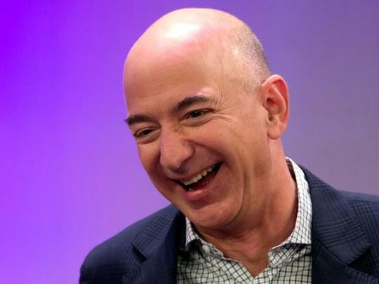 Người giàu nhất hành tinh kiếm và tiêu tiền như thế nào - Ảnh 4.